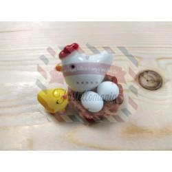 Gallina chioccia in plastica con 2 ovetti e 1 pulcino
